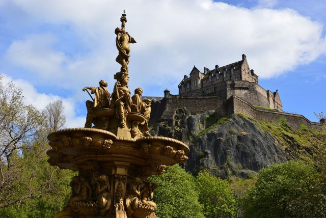 Link to Doigs for Edinburgh Coach Hire Services